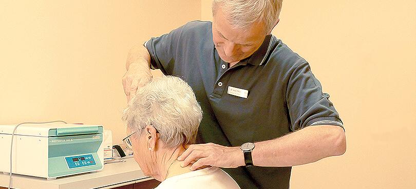 Beratung und Betreuung bei Gelenkschmerzen und Osteoporose, Chirotherapie